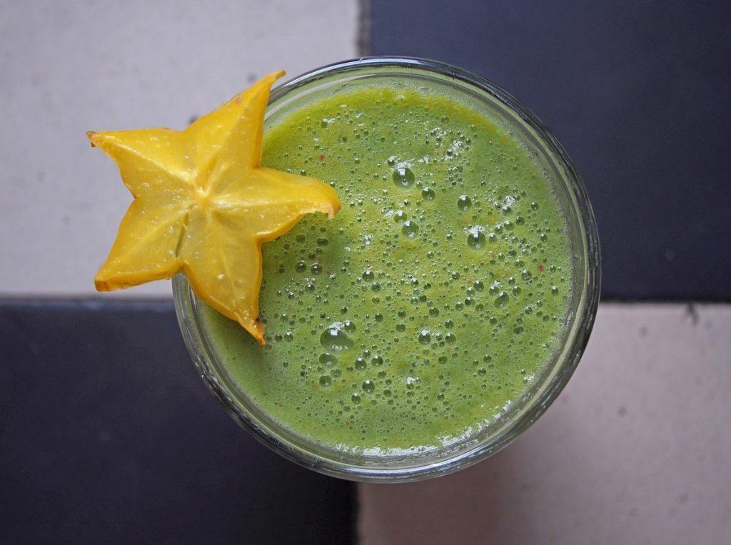 Коктейль из авокадо и звездного плода