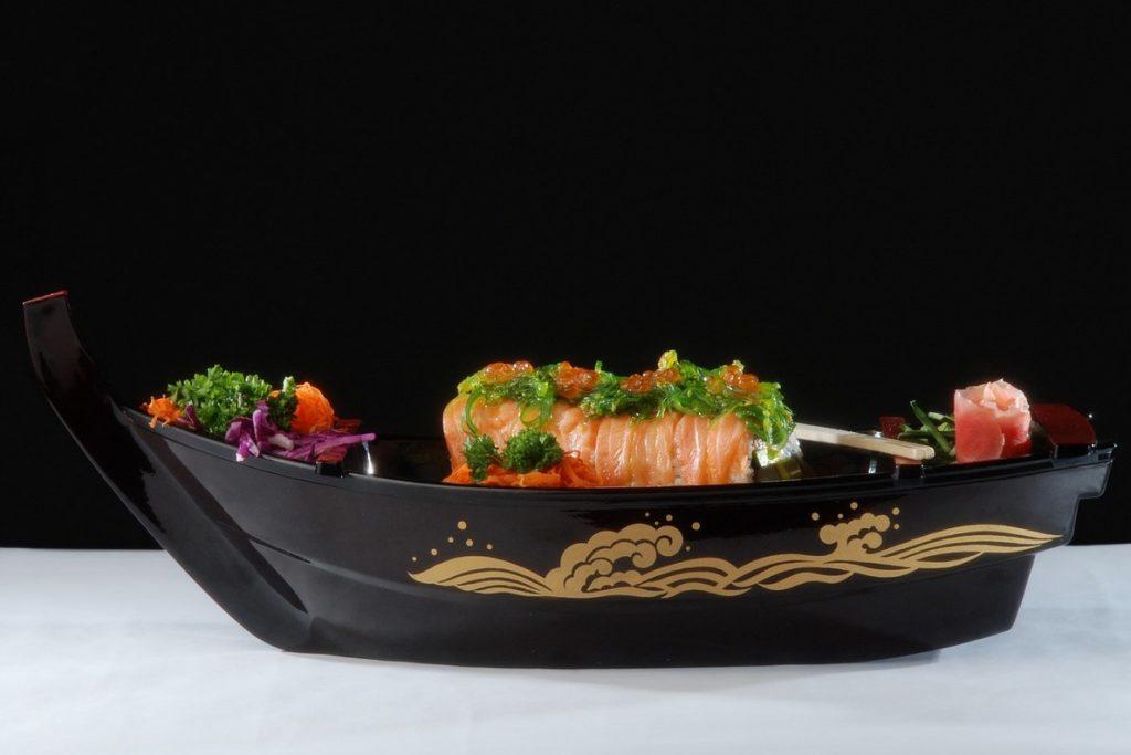 Обед с суши и морской капустой