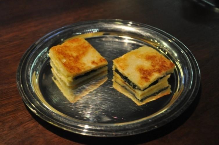 Слоенные бутерброды с трюфелем