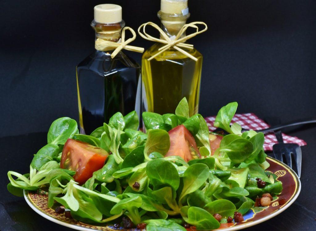 Рукола с оливковым маслом и бальзамиком