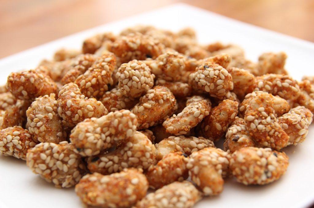 Орехи кешью в кунжуте