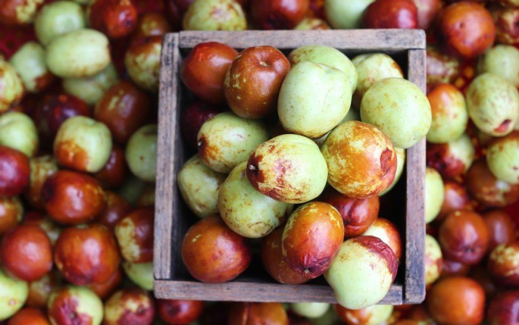 Свежие фрукты унаби