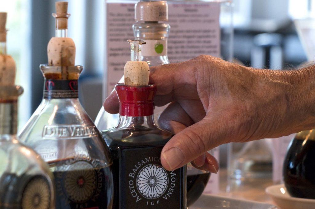 Бальзамический уксус в стеклянных бутылках