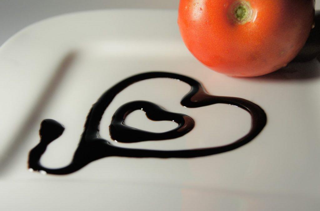 Способ сервировки блюда с бальзамическим уксусом