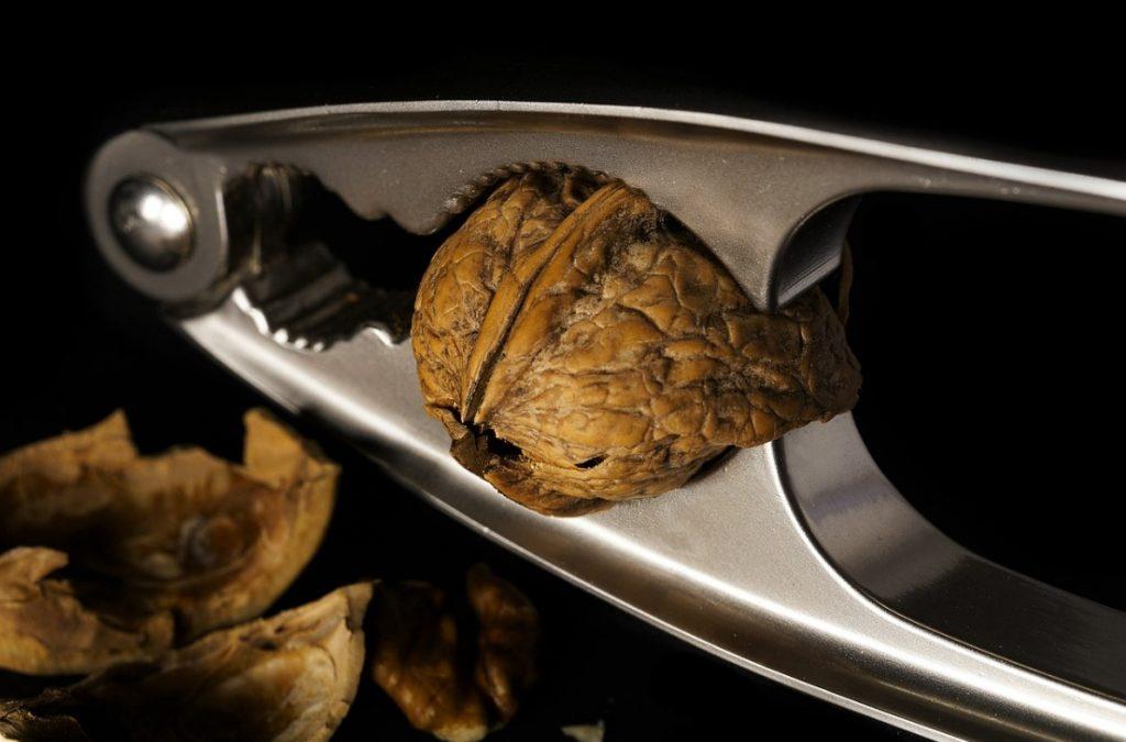 Как открыть грецкий орех