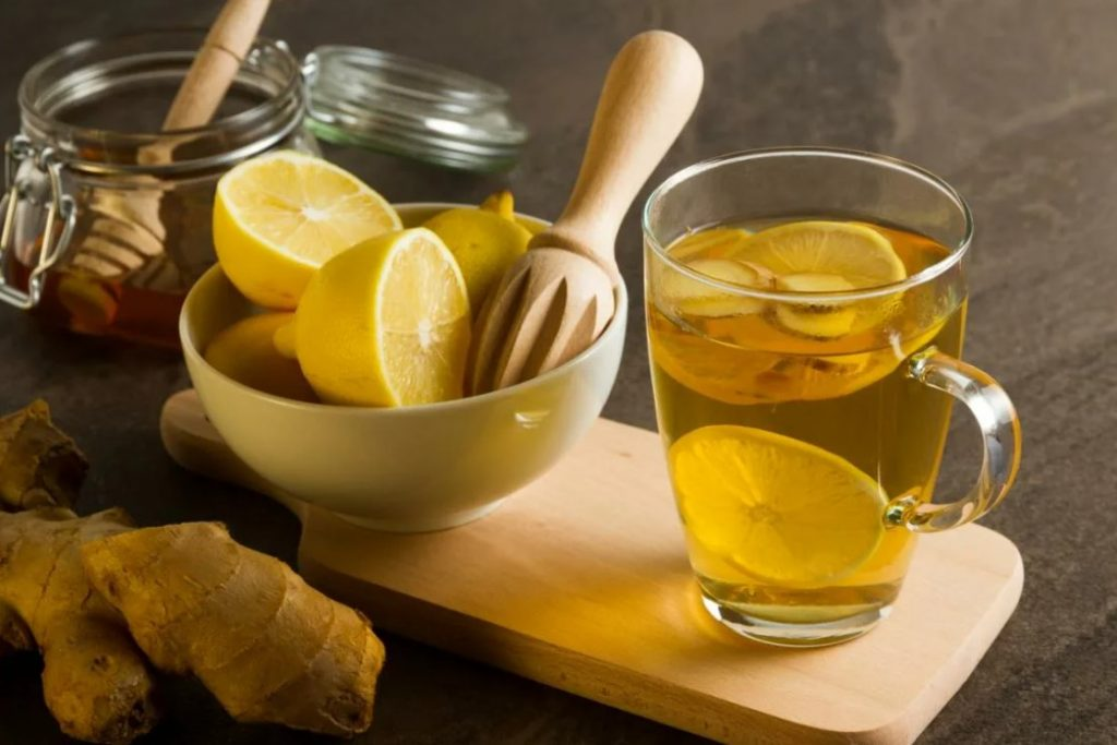 Корень имбиря, лимон и мёд напиток