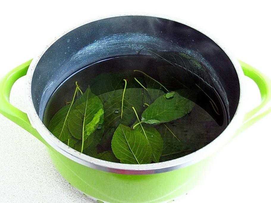 Чай из листьев черноплодной рябины